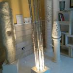 LAMPADA CON BASE IN PIETRA LECCESE E CORPO IN BAMBù